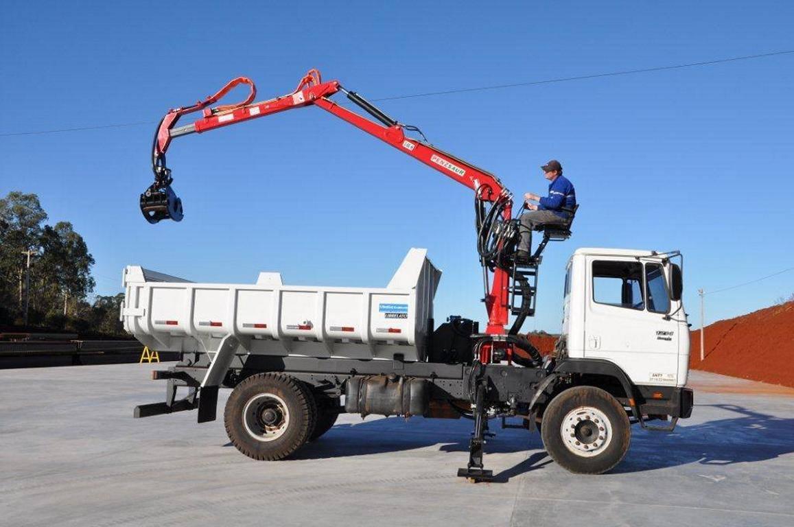 Grua Florestal 3.60 METRIC em caminhão