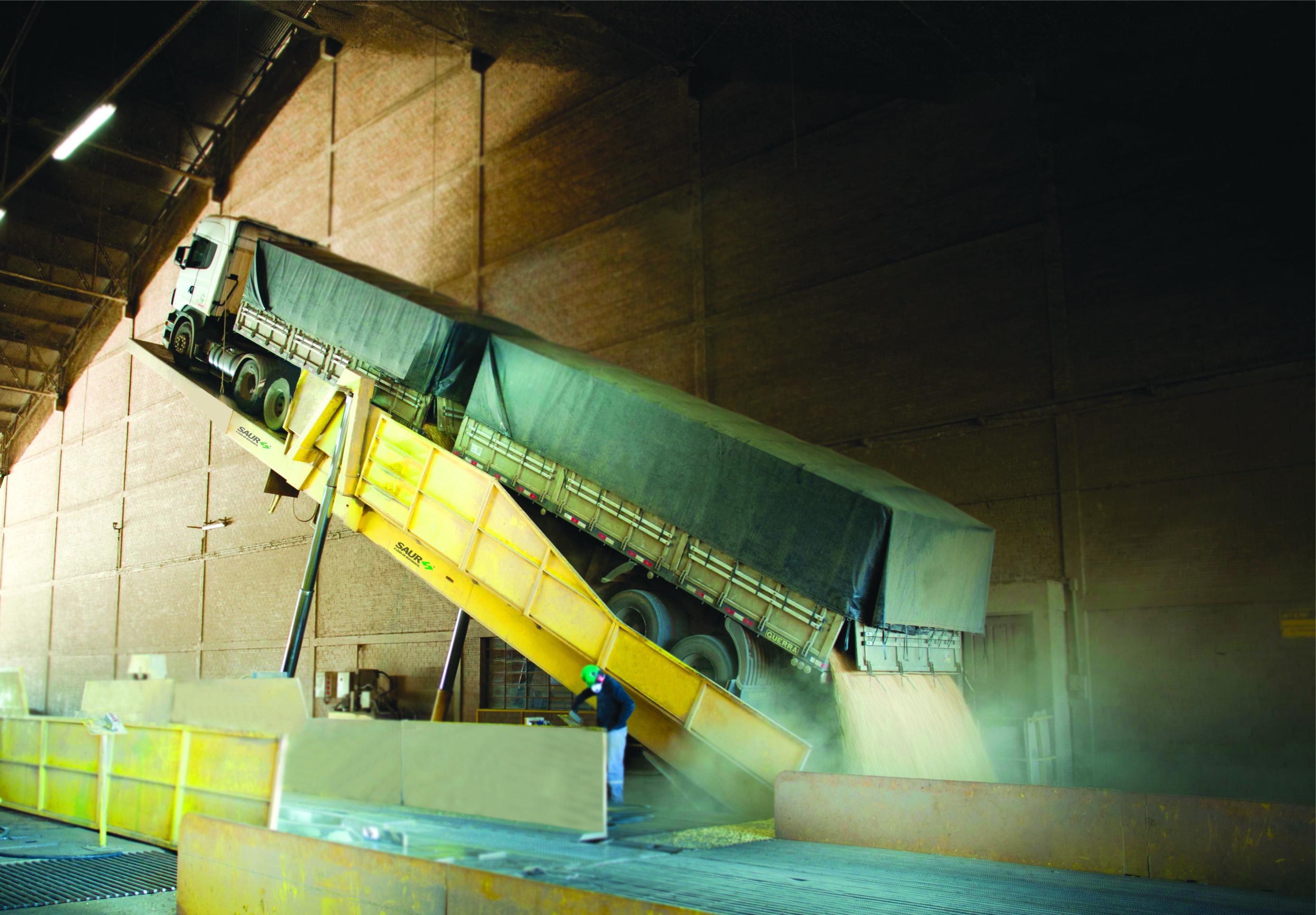Tecnologia dos equipamentos SAUR eficiência no recebimento no de granéis
